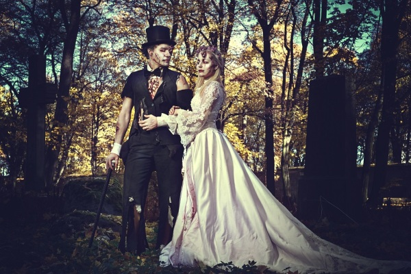 How To Host Your Haunting Halloween Wedding
